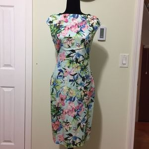 Spring floral dress - Size: Small